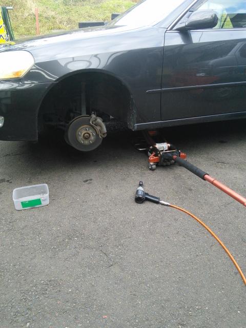 車の整備工場の清掃